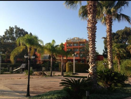 Florida Beach Hotel & Resort: morning walk