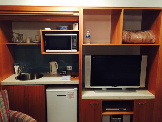 Coolum Seaside Resort : Studio kitchenette and large tv