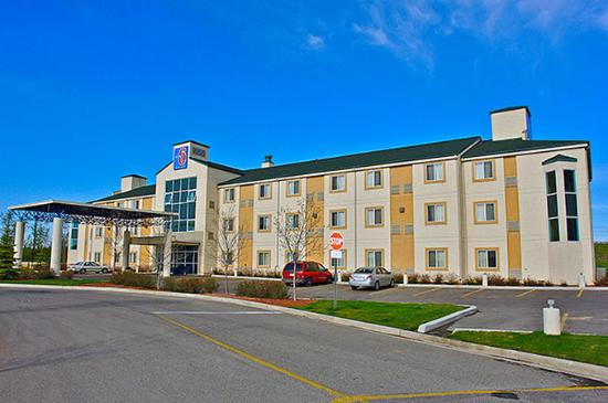 Motel 6 Red Deer: Exterior