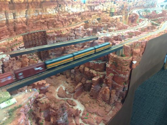 Texas City Museum: HO-scale deep canyon