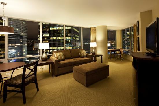 Auberge Vancouver Hotel : Executive Harbourview Suite