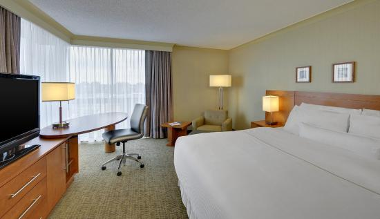 The Westin Prince Toronto: Guest Room