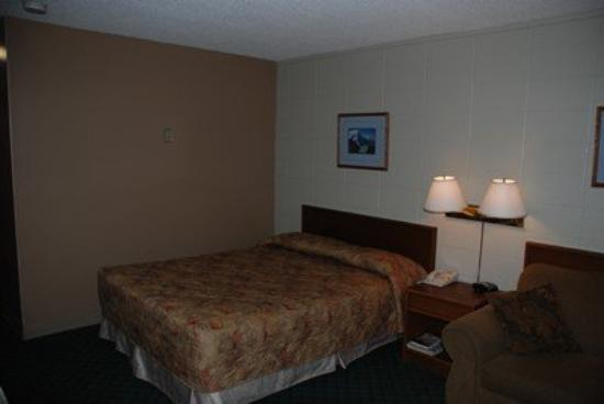 Slave Lake Inn & Conference Centre: Standard Guestroom
