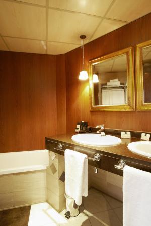 Hotel Plaza Andorra: Bathroom