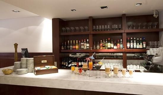 Bristol Hotel Buenos Aires: Bar