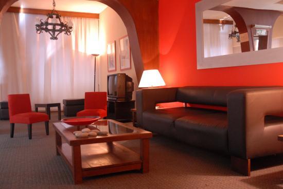 Hotel La Perla: Lobby