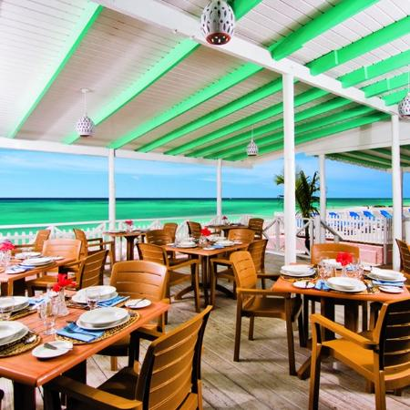 Butterfly Beach Hotel: The Reef Bar &Grill