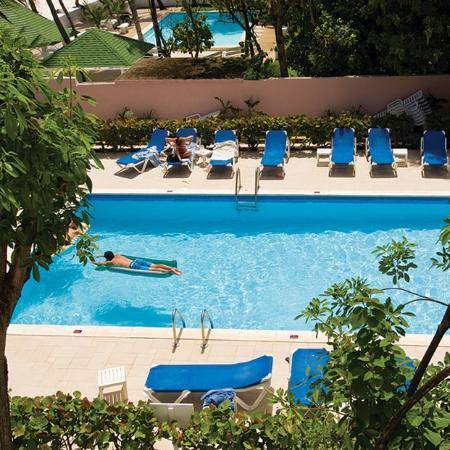 Butterfly Beach Hotel: Pool Window