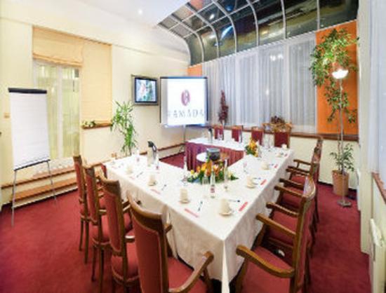 Ramada Prague City Centre: Meeting Room