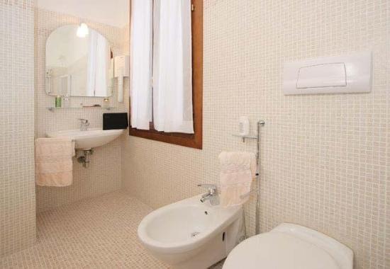 Hotel Becher: Bathroom