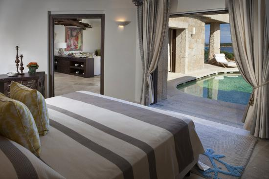 Hotel Pitrizza, a Luxury Collection Hotel: Villa Janas Bedroom And Private Pool