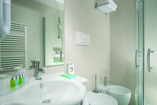 Quality Hotel Delfino Venezia Mestre: Bathroom