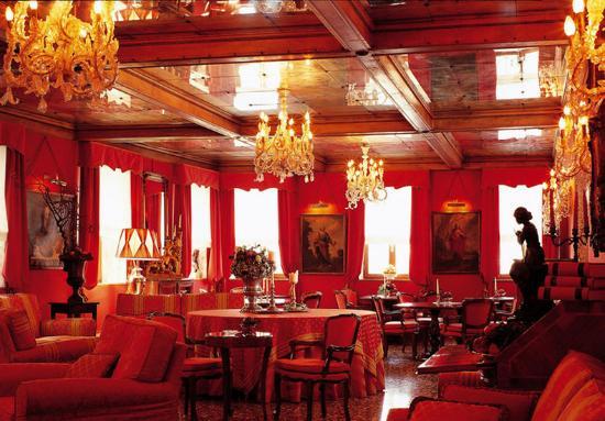 Metropole Hotel: Interior