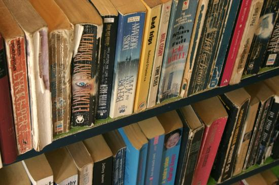 Barrio Latino Hotel : Hundreds of books for you