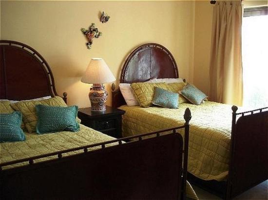 Encanto Paseo del Sol: Guest room