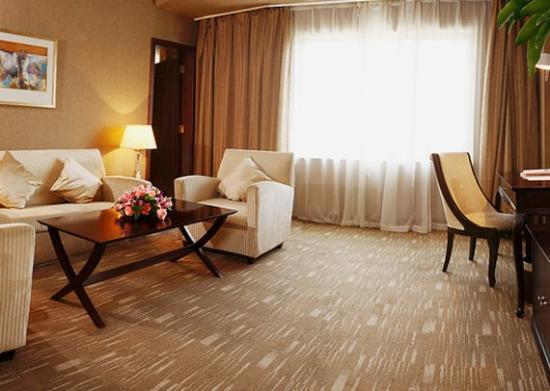 Comfort Inn & Suites: CPDKDKN