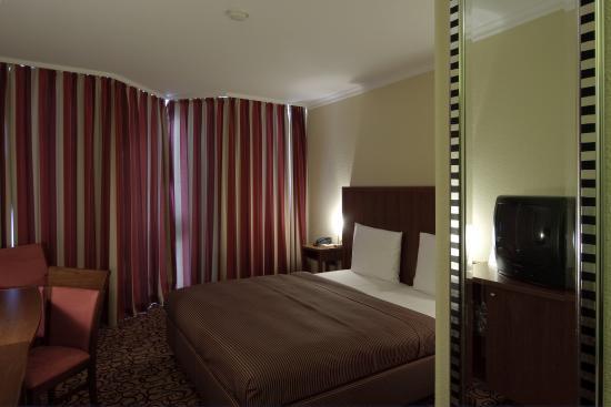 Raeter-Park Hotel: Room
