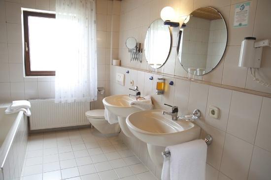Gartringen, Tyskland: Bathroom View