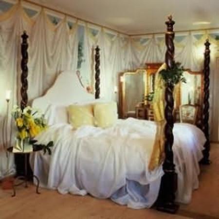 Hotel Burg Wernberg: Guest Room