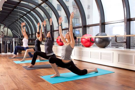 Jumeirah Lowndes Hotel: The Peak Health Club Spa Yoga Class