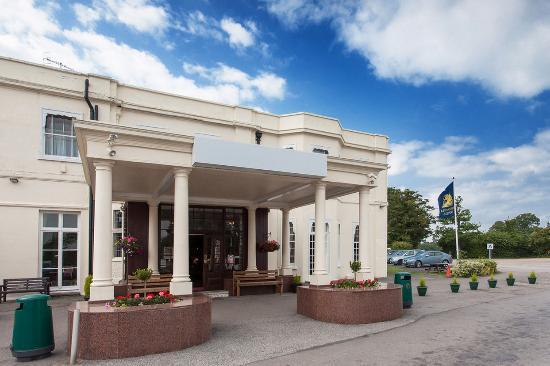 Russ Hill Hotel: Exterior