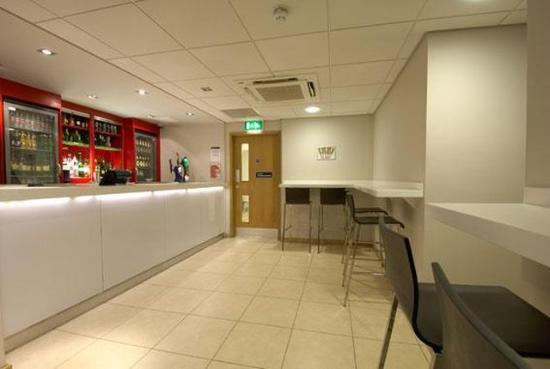 Travelodge Edinburgh Learmonth: Bar Cafe