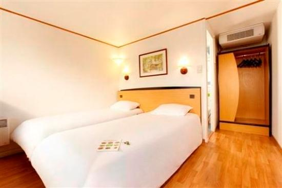 Campanile Lourdes : Twin room