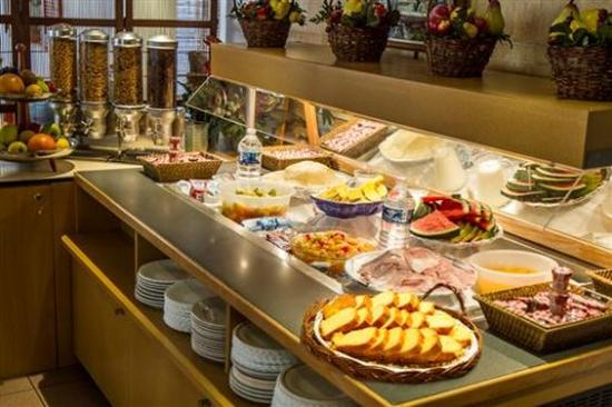 buffet breakfast picture of hotel kyriad nice port nice tripadvisor. Black Bedroom Furniture Sets. Home Design Ideas