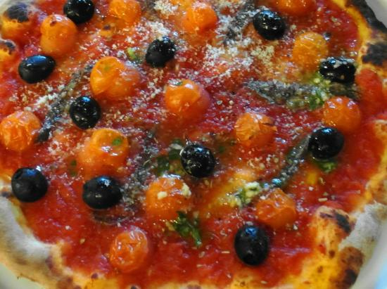The Higgins Pantry: Delicious stone-baked marinara pizza