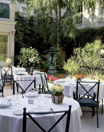 hotel napoleon fontainebleau frankrijk foto 39 s. Black Bedroom Furniture Sets. Home Design Ideas