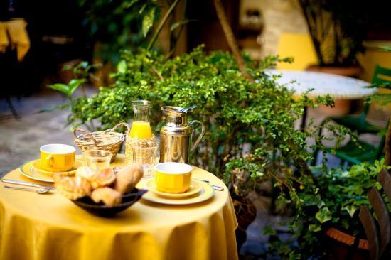 Hotel de la Tulipe Tour Eiffel: Dining