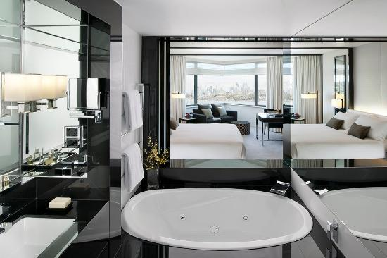 Crown Metropol Perth : Luxe King Spa