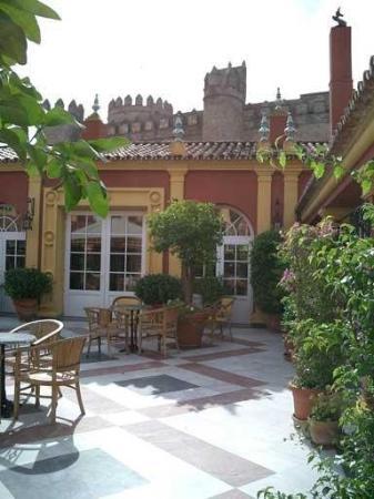 Hotel Huerta Honda : Exterior View