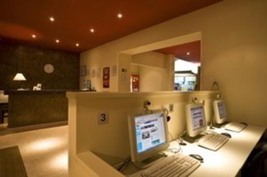 Central Normandie Hotel: Internet Corner
