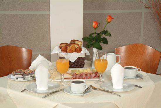 Mirabello Hotel: Breakfast