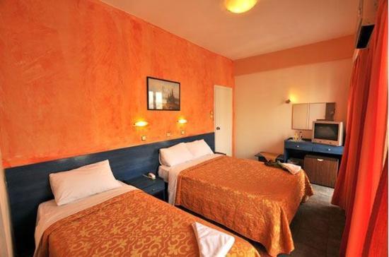 Hotel Nafsika : Guestroom Triple