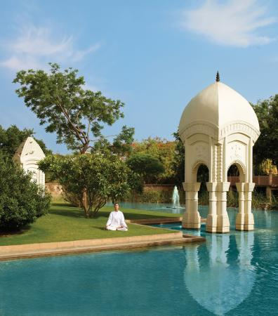 The Oberoi Rajvilas: Lily pond around the Temple