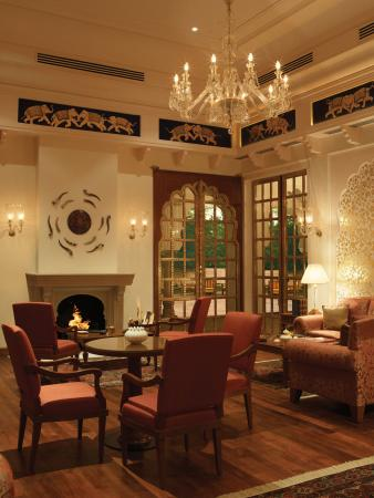 The Oberoi Rajvilas: Rajmahal Bar
