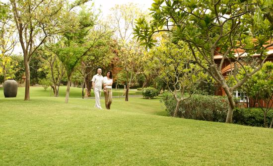 The Oberoi Rajvilas: Landscaped Gardens