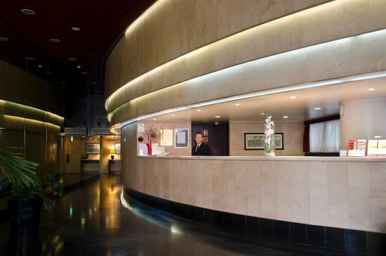 VIP Executive Éden Aparthotel: Lobby