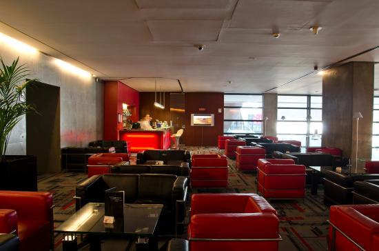 VIP Executive Arts Hotel: Bar/Lounge