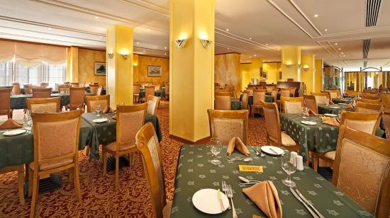 Beach Hotel by Bin Majid Hotels & Resort: Restaurant