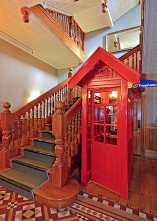 Comfort Hotel Wellington: Historical Staircase And Phonebooth