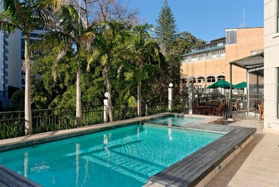 Amora Hotel Auckland: Pool And Heated Jacuzzi