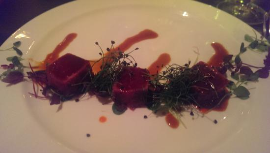 Fusion Food and Lounge: tuna tataki starter