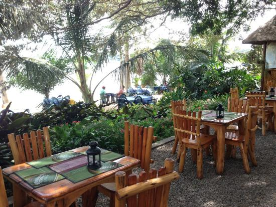 Goretti's Beachside Pizzaria and Grill: tables on the street level area near main entrance and bar