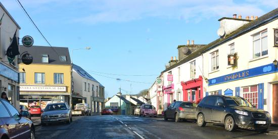 Kinvara Guesthouse : approaching from the street