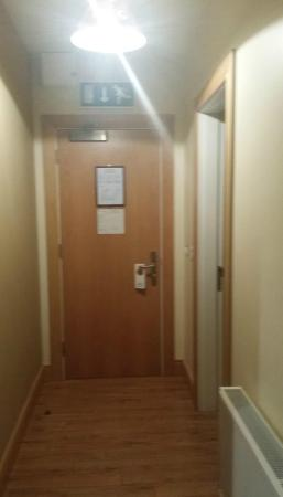 Kinvara Guesthouse: entrance to room