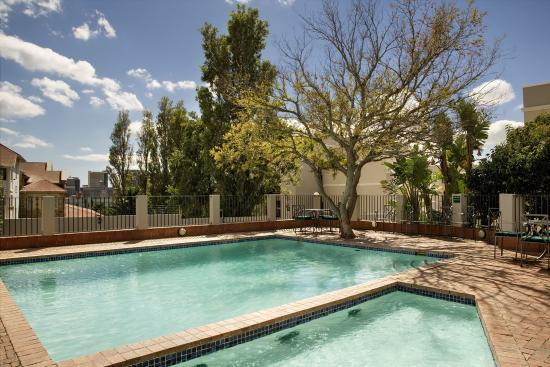 Best Western Cape Suites Hotel: Pool