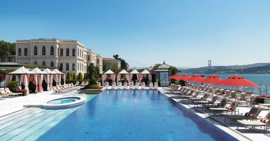 Four Seasons Istanbul at the Bosphorus: Outdoor Pool